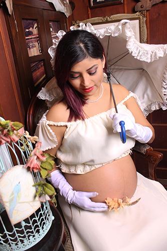 Sesión Fotográfica para Embarazadas al Estilo Antiguo